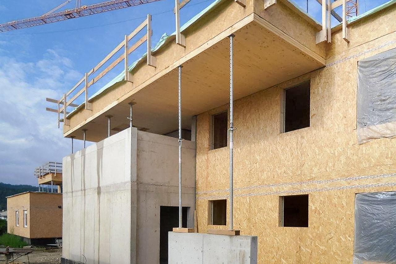 Mischbauweise Betonkern mit Holzaußenwänden und -decken