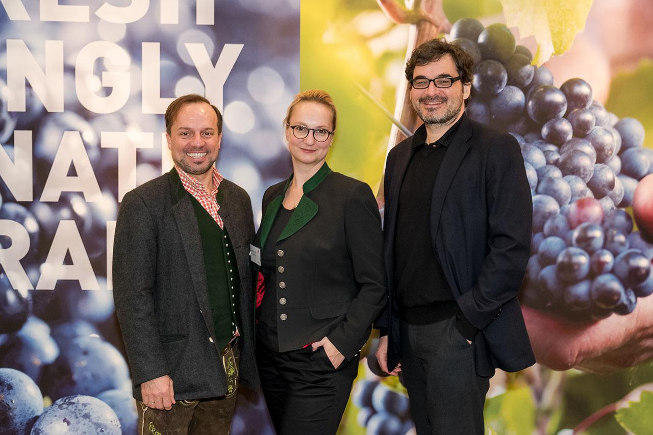 Trecolore Architekt Klaus Baumgartner (rechts), Mag. Irene Braunsteiner (WKO Messereferentin (Mitte) und Herr Gruber (Grubers Restaurant Köln)