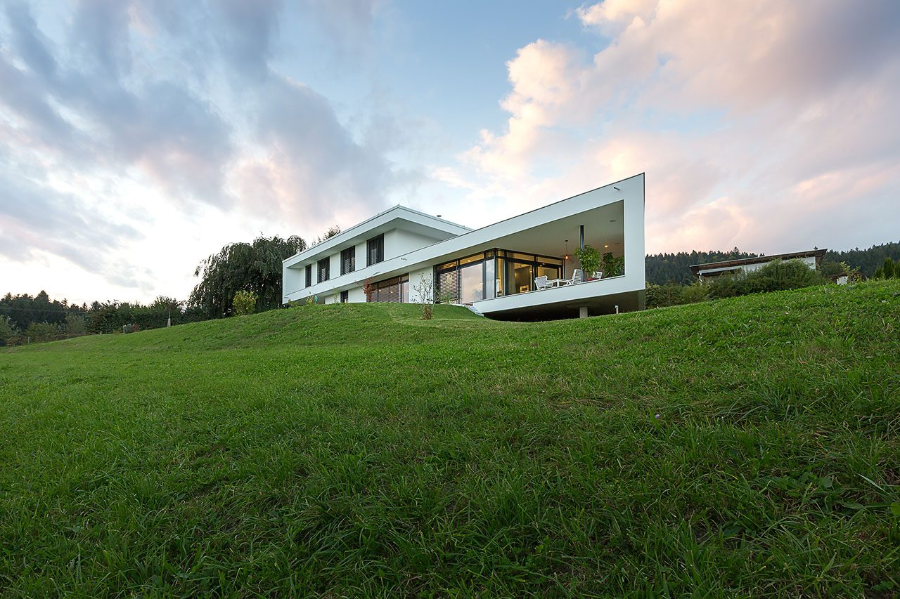 Wohnhaus mit Blick auf die Karawanken