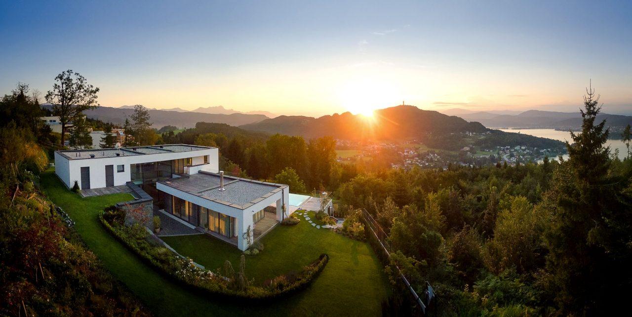 Wohnhaus mit Blick auf den Wörthersee